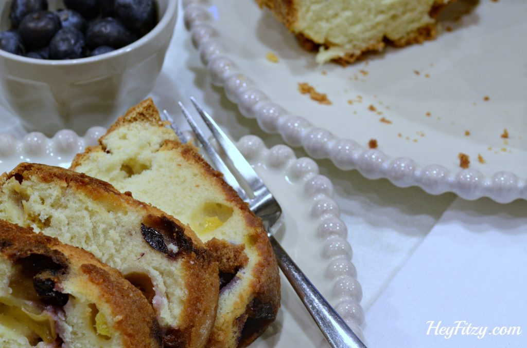 peach and blueberry pound cake