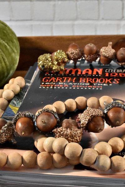 Fun and Easy DIY Acorn Garland